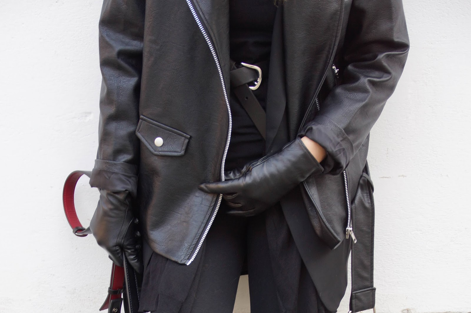 LEATHER LAYERING LOOK