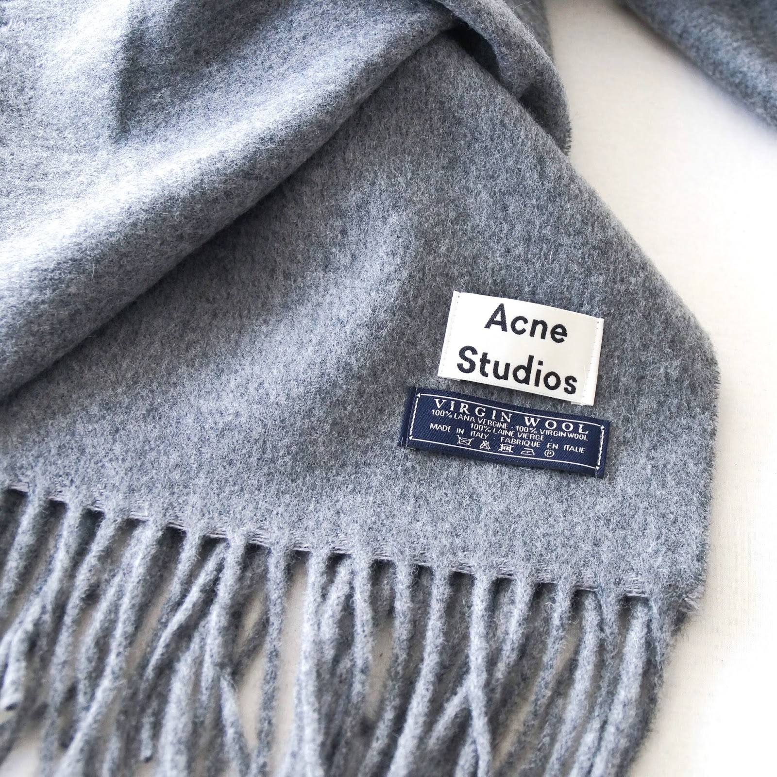 THE ACNE SCARF