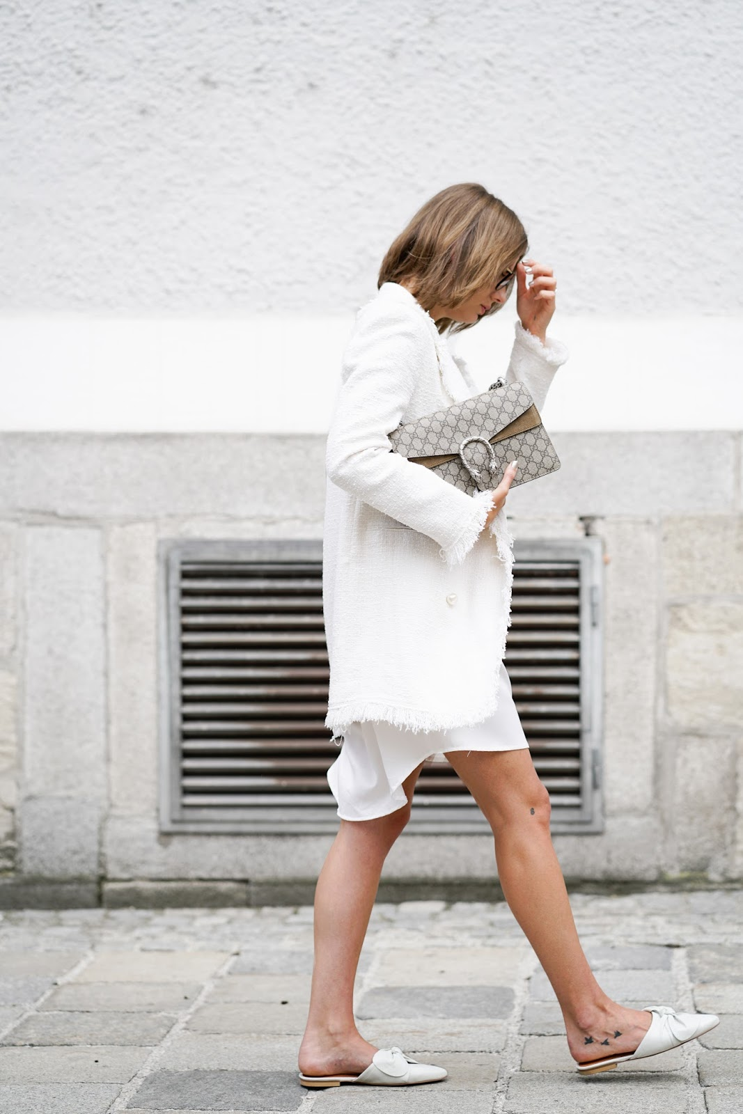 THE WHITE BOUCLE BLAZER