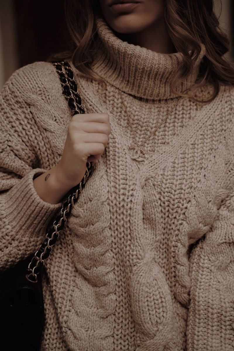 BEIGE KNITS FOREVER